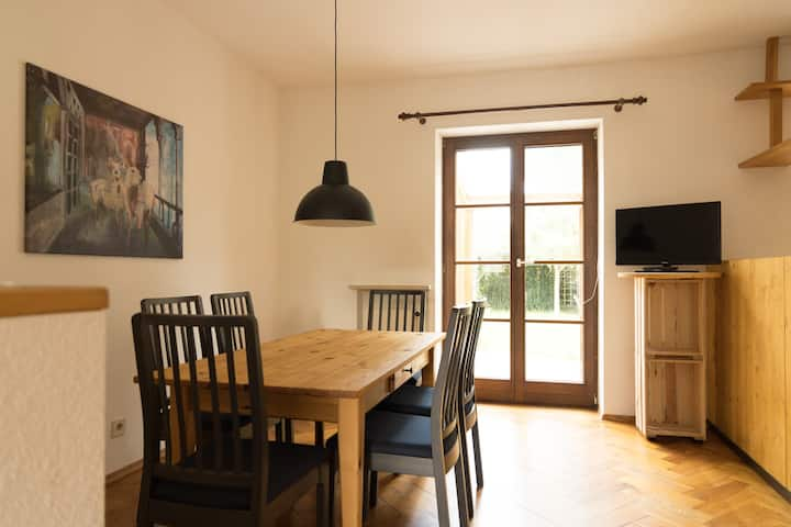 Two floors+garden in townhouse for 1-5 Persons