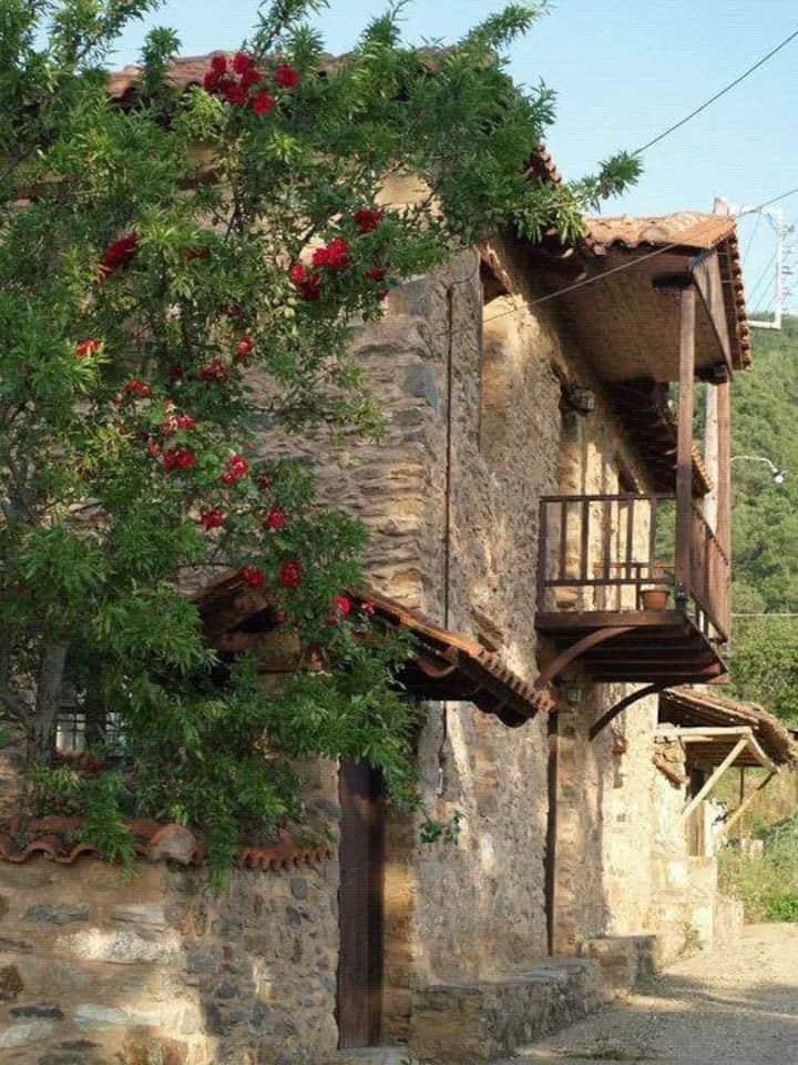 Lithia's Stonehouse Το πέτρινο στη Λιθιά-Καστοριά