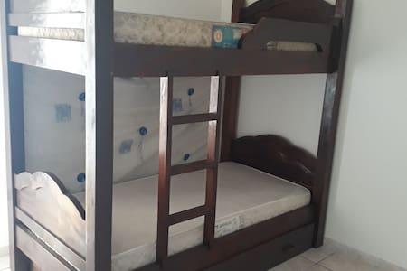 Quarto Grande cama de solteiro, compartilhado