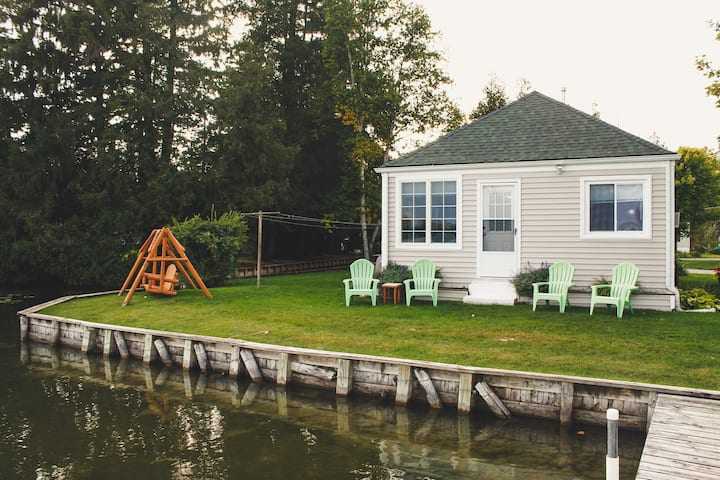 Lake Side Lodging for Up North Fall Activities