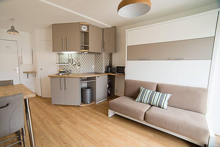 Studio centre avec balcon et parking privé