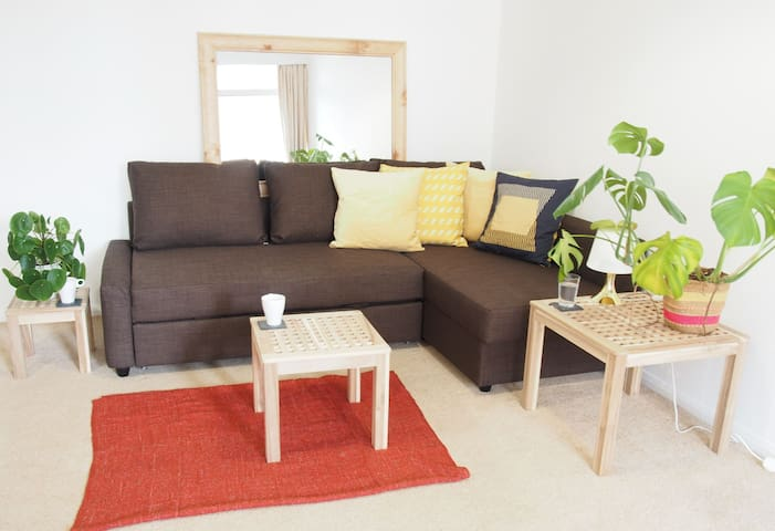 Light & airy 2 bed apartment in central Southsea