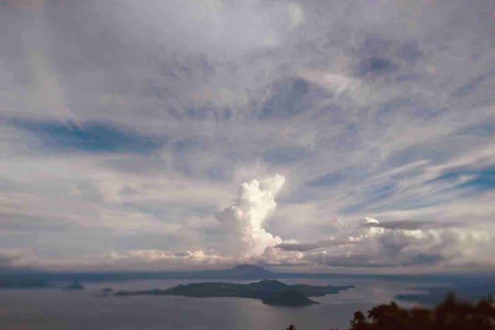 Cozy WINDcondo w/  picturesque view of TaalVolcano