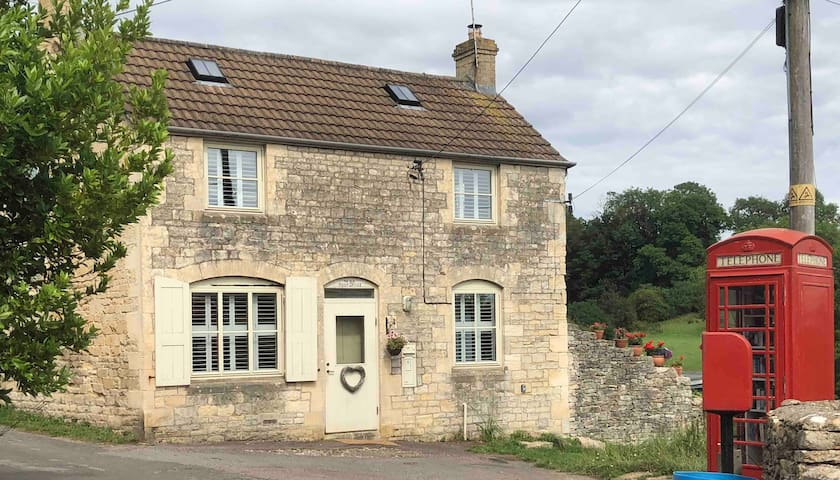 Charming Cotswold stone cottage Pet friendly
