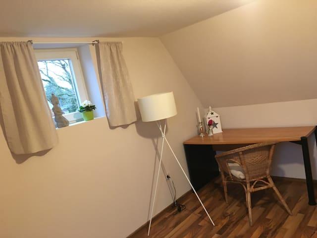 Wunderschöne Dachgeschoss Wohnung - Meppen - Apartment