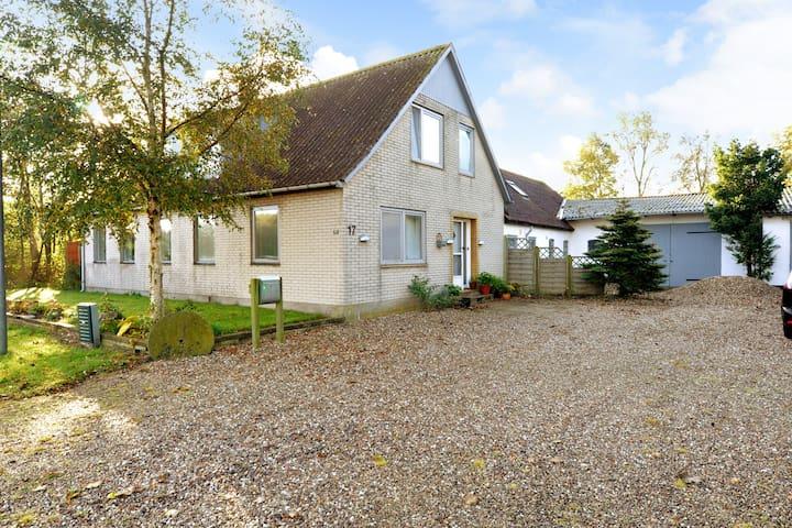Landhus med 2 fine dobbeltværelser med enkeltsenge - Tønder - House