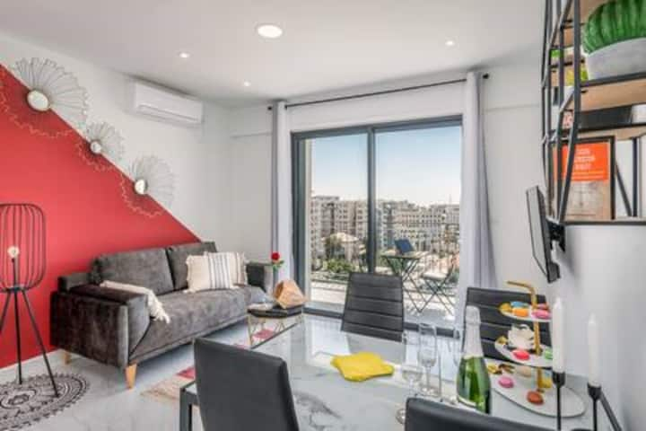 Charming  2BDR with Balcony & VIEW in CITY CENTER!
