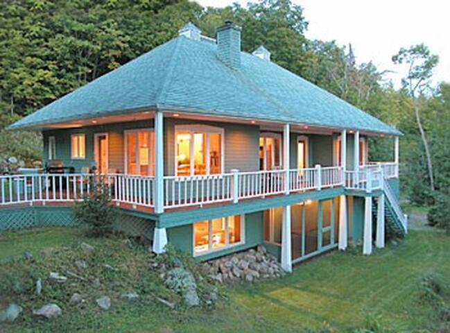Comfort, Lakefront, Spa, Sauna, Tennis Court