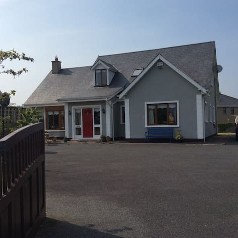 Lovely 4 bed dormer bungalow. - Kilanerin