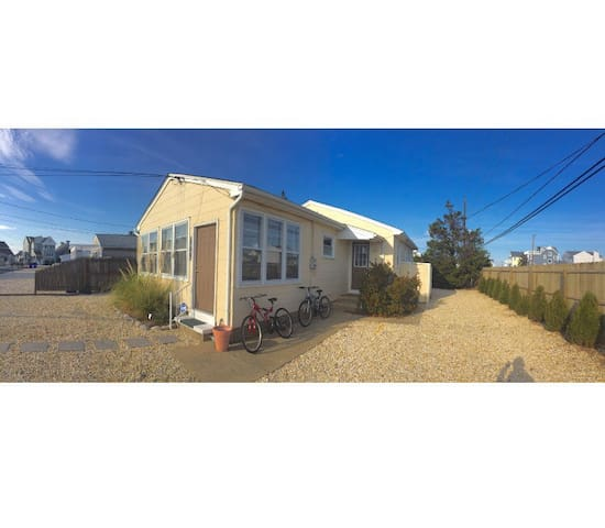 ocean 3 min walk, private backyard,laundry,kitchen