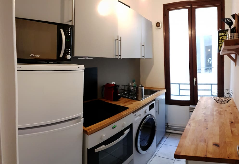 Cuisine (frigo, micro-onde, four, plaque à induction, Nespresso, lave-linge séchant…) / Kitchen (fridge, micro waves, oven, induction plate, Nespresso coffee machine, washing machine / dryer…)
