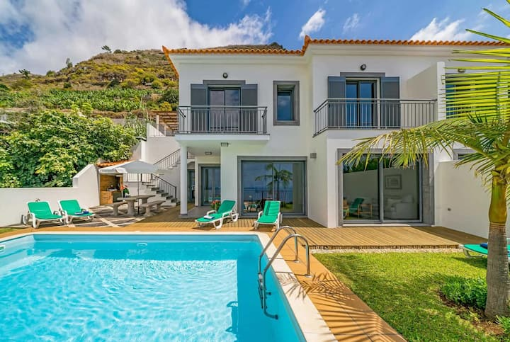 Stylish villa, hillside location with great views