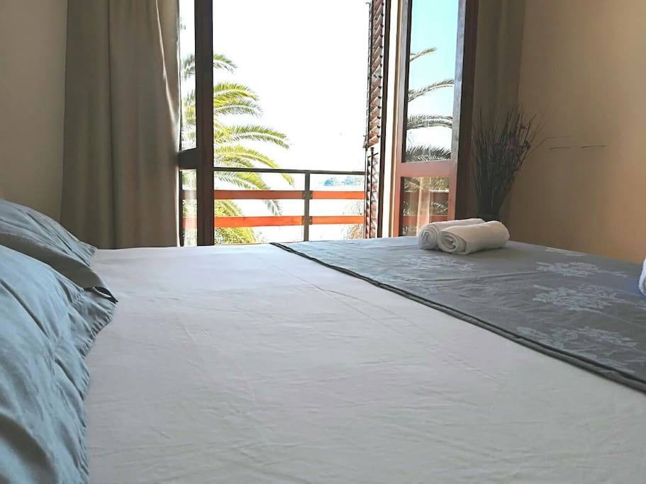 bedroom with sea view 1