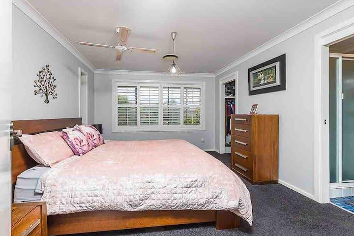 Ellenwood Villa Suite with Bathroom