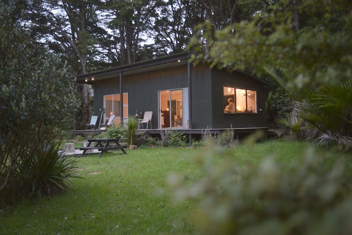 Private Bush Retreat - Matakana - Bed & Breakfast