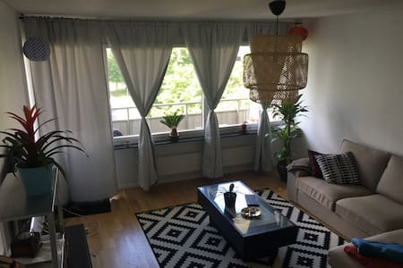 Cozy flat near City Centre and the Swedish nature! - Jakobsberg - Appartement
