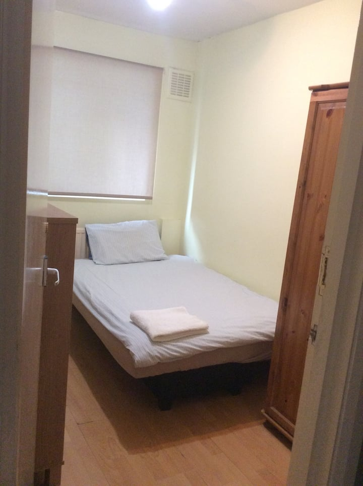Lovely Private Room Close to Public Transport