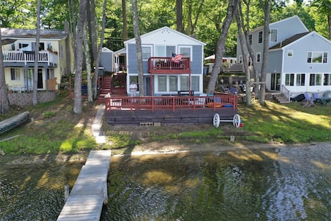 Cozy Comfortable LAKESIDE home - Sleeps 8 - Pet Friendly - Great fishing - What a view!