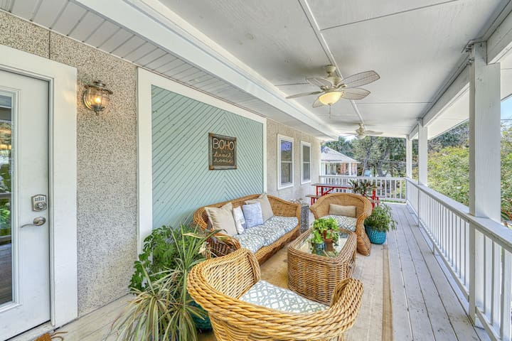 Upscale home two blocks from the ocean, w/private hot tub & covered deck!