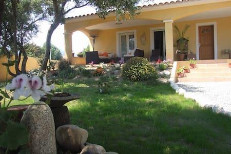 Villa proche de Solenzara - Bed & Breakfast