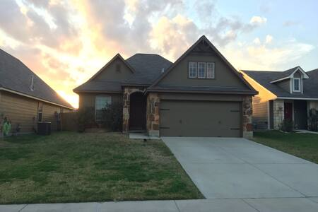 Beautiful Family Home in South College Station - College Station