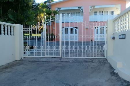 *Miramar 2* balcony+2 min walk to beach+bus stop