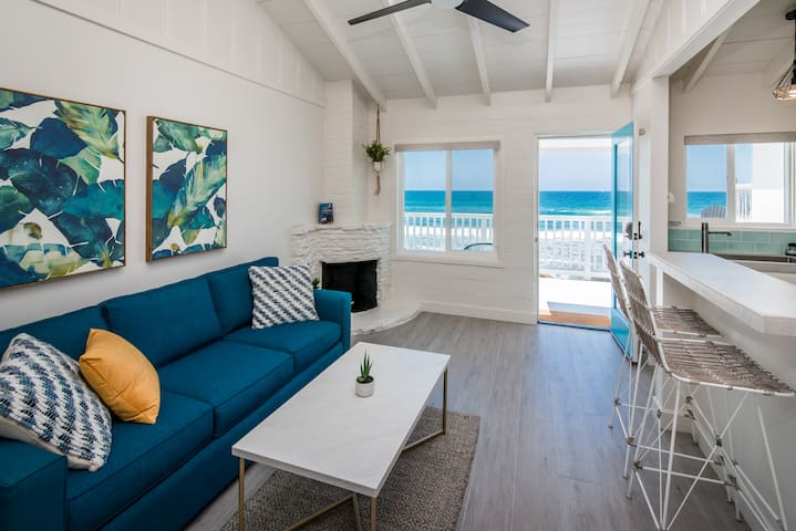 🐬  Enjoy Spectacular Beachfront Views from Pacific Villas Unit One 🐬