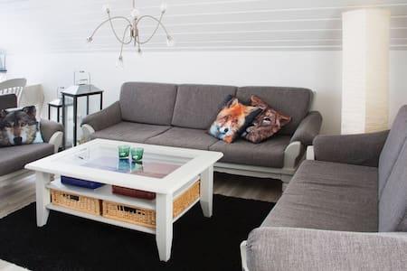 Willich - Sehr helle Ferienwohnung -3 Schlafzimmer