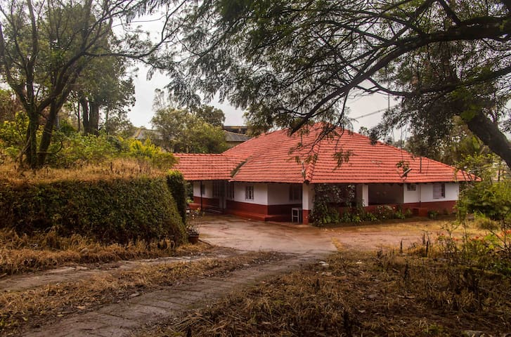 The Heritage House, feel home at Madikeri - Madikeri - Bed & Breakfast