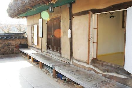 사랑채 아랫방 - Pungcheon-myeon, Andong-si - 独立屋