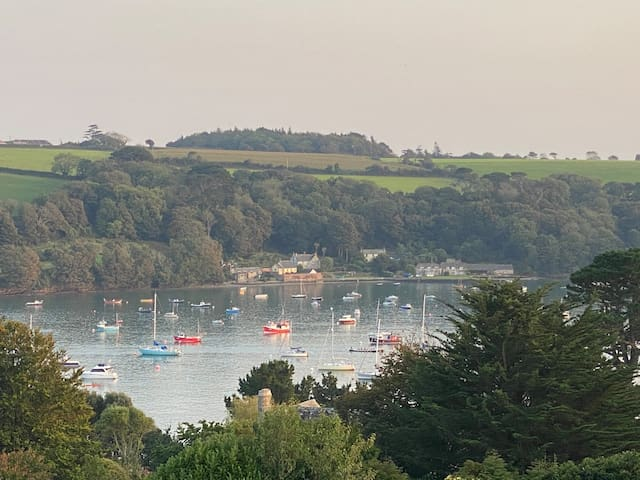 Helford Passage Spacious Home for Friends & Family