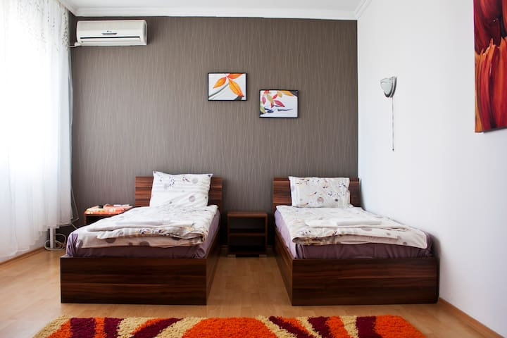 Modern Cosy Apartment in the Center ParkingIncl - Plovdiv - Pis