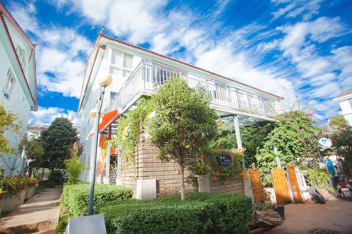 blossom villa双床房(可住3人)免古维畅打台球 巨幕投影 免费停车自助厨房洗衣