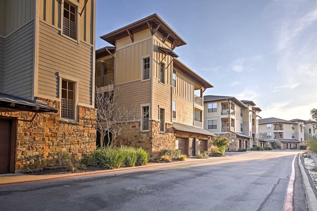This 3-bedroom, 2-bath vacation rental condo is the perfect Austin retreat.