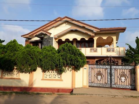 Brinthavanam days inn  (Vege break fast free)