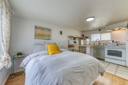 New listing! Adorable dog-friendly studio w/ beach access & shared firepit!