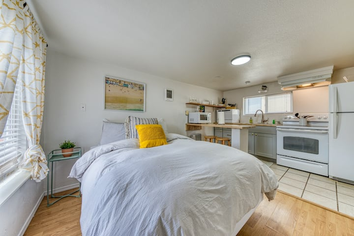 Adorable dog-friendly studio w/ beach access & shared firepit!