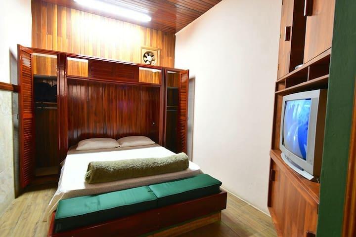 Main bedroom. Queen bed