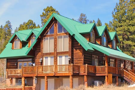 Luxury Cabin Sleeps 14 Near Zion and Bryce Parks! - Duck Creek Village - Kisház