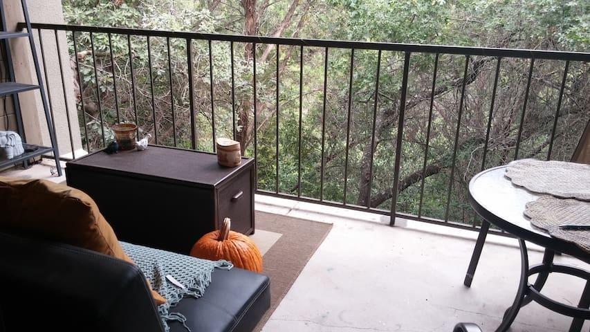 Quaint and Cozy Treehouse - Austin - Apartment