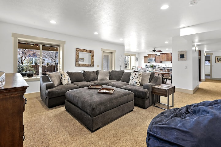 New Listing! The Callaway: Deluxe 2 BD Suite in Luxury Home