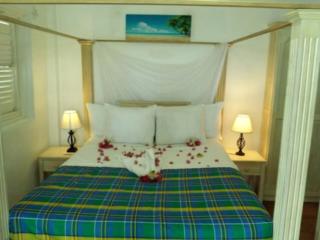Comfortable Queen size four poster bed