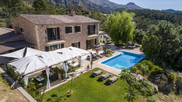 "Luxurious Villa ""Finca Son Pol"" with Wi-Fi, Balcony, Garden, Terraces & Pool; Parking Available"