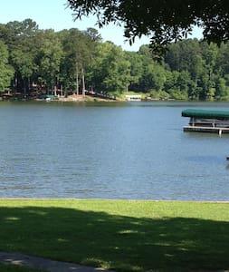 Beautiful Home on Lake Oconee - Eatonton - Dom