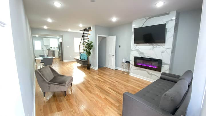 Modern, NEWLY RENOVATED *2 Rooms* Cozy Home