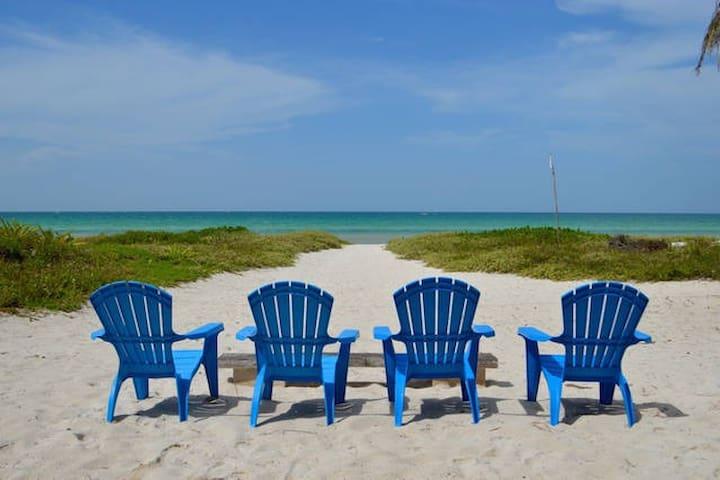 Beachfront White House - Las Casitas El Cuyo - El Cuyo - Hus