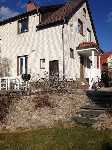 Charmigt hus nära centrum. - Borås - Rumah