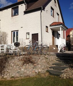 Charmigt hus nära centrum. - Borås - Dům