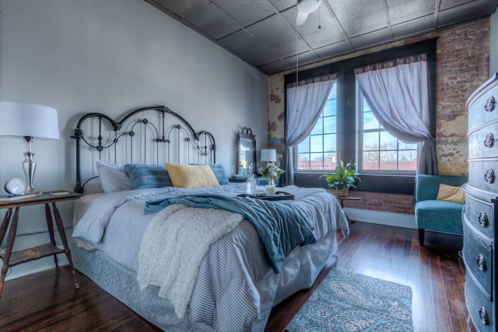 Downtown Collinsville Loft 15 miles to TUL Airport