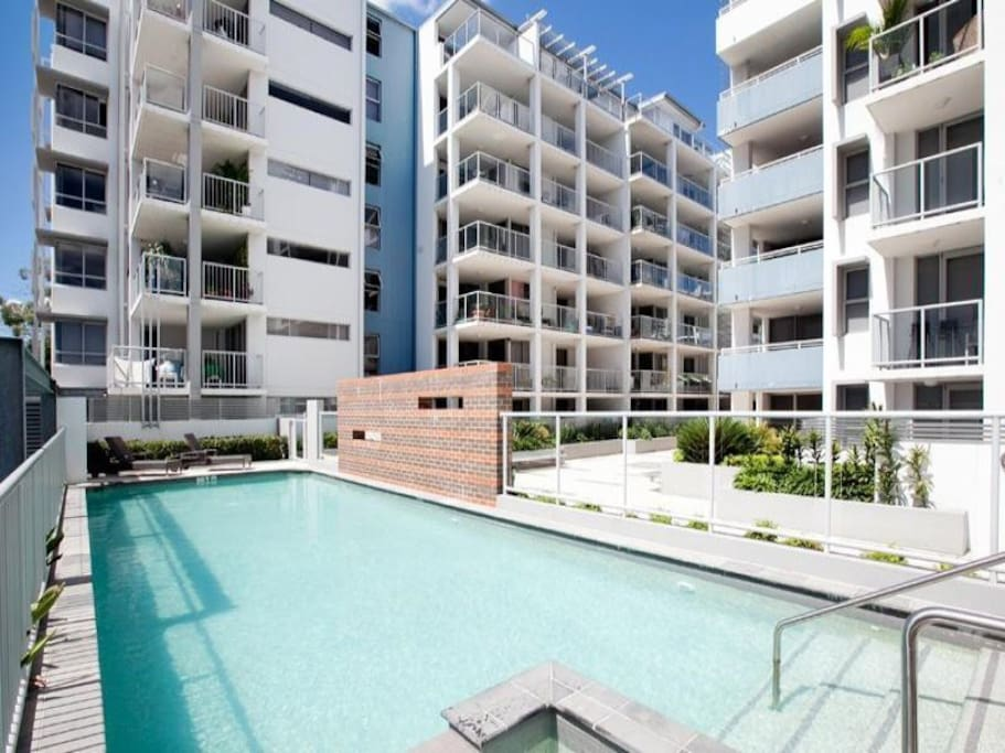 Rooftop 3 Bedrooms Apartment Apartments For Rent In South Brisbane Queensland Australia